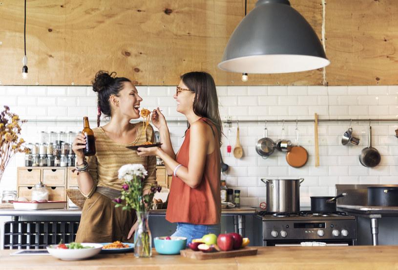Aby ubarwić domowe menu, nie musisz sięgać po wyszukane składniki, wystarczy wymienić jeden często stosowany produkt na coś nowego /123RF/PICSEL