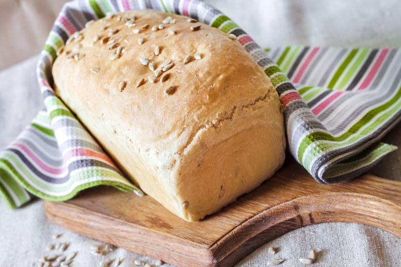 Aby upiec smaczny chleb, warto przygotować go bez pośpiechu /123RF/PICSEL