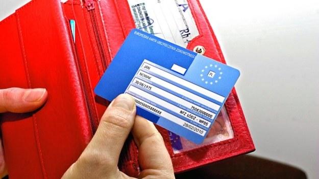 Aby wyrobić kartę EKUZ, należy wypełnić wniosek dostępny oddziale lub na stronie internetowej NFZ. /Motor