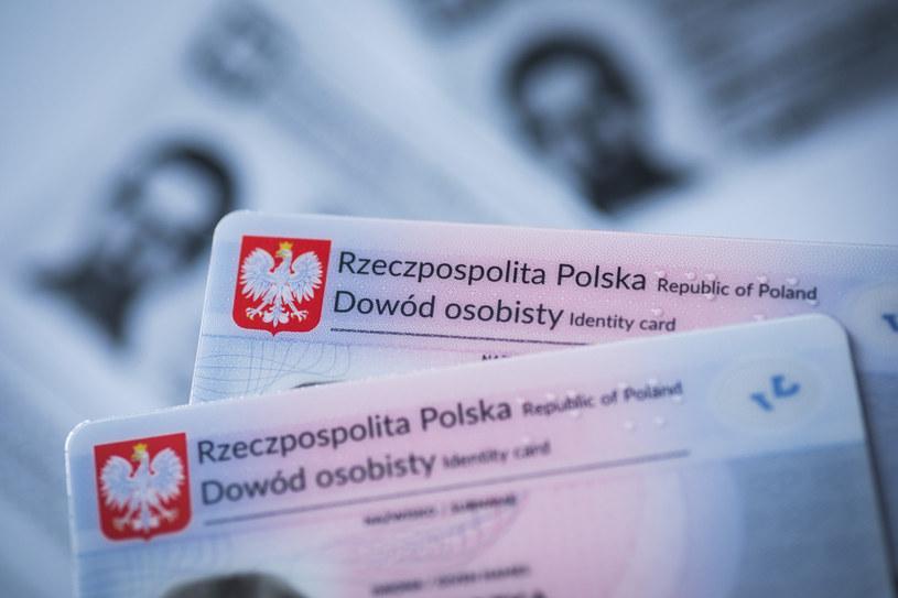 Aby wyrobić nowy dowód osobisty, konieczna będzie dwukrotna wizyta w urzędzie /Arkadiusz Ziółek /Agencja SE/East News