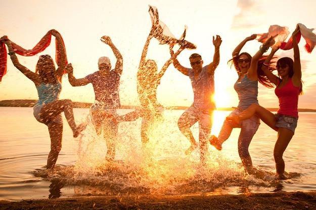 Aby za urlop nie zapłacić bajońskiej sumy, warto dokonać rezerwacji zawczasu /©123RF/PICSEL