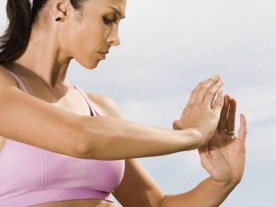Aby załagodzić stres stosuj techniki relaksacyjne takie jak joga czy tai chi  /© Panthermedia