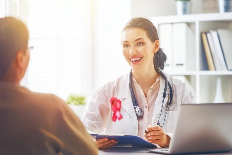 Aby zapobiec rakowi piersi, należy dbać o profilaktykę i poddawać się badaniom okresowym /123RF/PICSEL