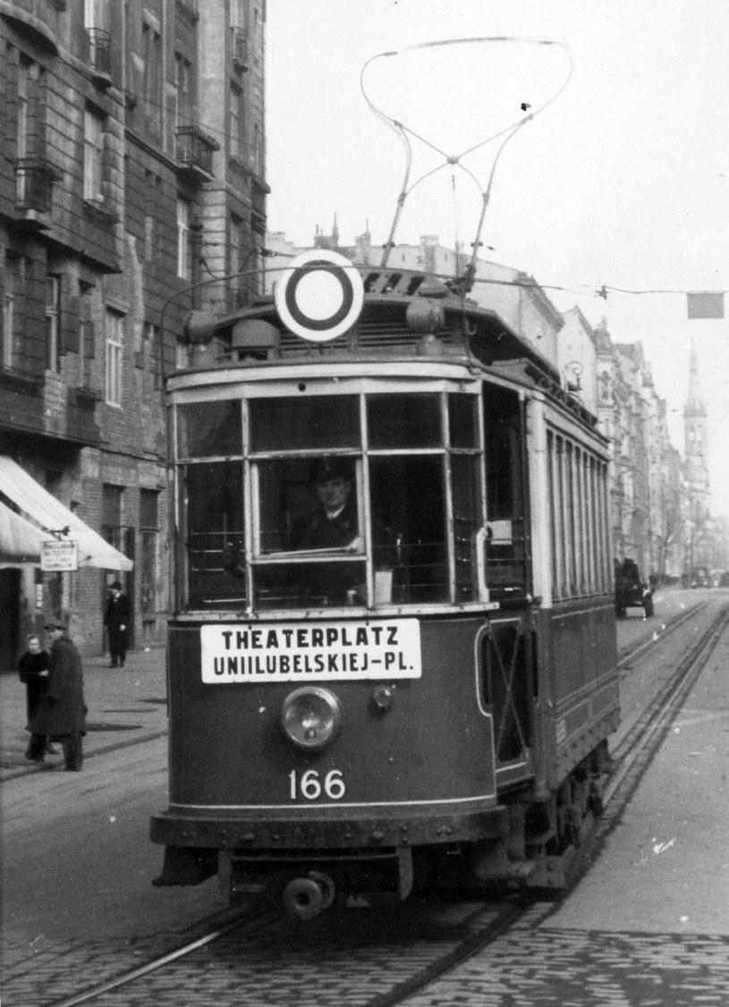 """Aby zmylić Niemców Zawacka często jeździła tramwajami """"Nur für Deutsche"""" (fot. domena publiczna). /Ciekawostki Historyczne"""