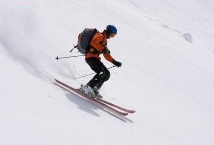 Aby zrobić dobre zdjęcie w śnieżnej scenerii trzeba być odpowiednio przygotowanym  Fot. Alan Rainbow /stock.xchng