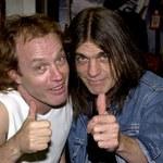 """AC/DC: Angus Young wspomina zmarłego brata ze łzami w oczach. """"To było najtrudniejsze"""""""