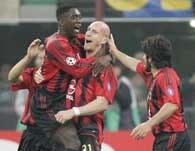 AC Milan - Inter 2:0. Jaap Stam świętuje zdobycie gola /AFP