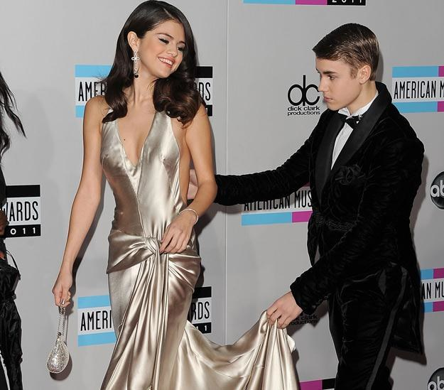 Ach, jaki dżentelmen: Justin Bieber i Selena Gomez - fot. Jason Merritt /Getty Images/Flash Press Media
