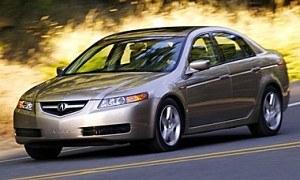 Acura TL z lat 2003-2008 była w USA drugim po BMW 3 najpopularniejszym modelem w klasie. /Acura