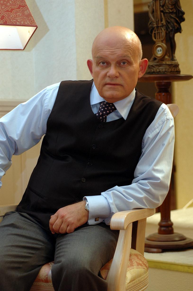 """Adam Ferency na planie """"Niani"""" /MWMedia"""