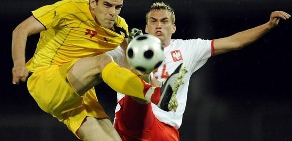 Adam Kokoszka (z prawej) w meczu z Macedonią. /INTERIA.PL