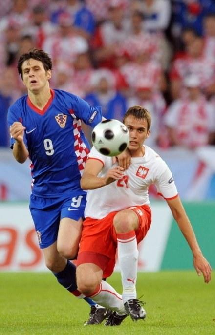 Adam Kokoszka (z prawej) wraca do kadry, w Empoli zaliczył 90 minut. /AFP
