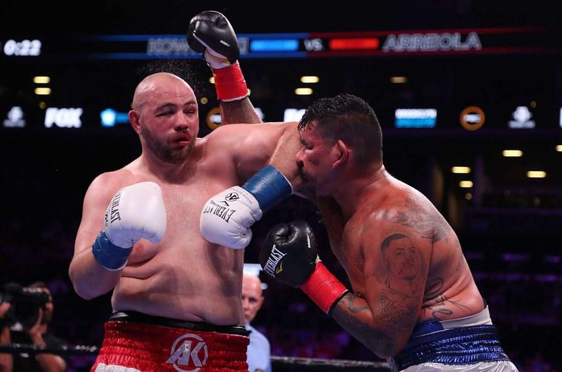 Adam Kownacki w pojedynku z Chrisem Arreolą /AFP