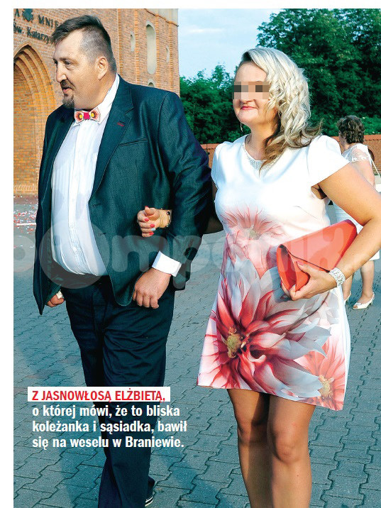 Adam Kraśko z partnerką na weselu /Rewia