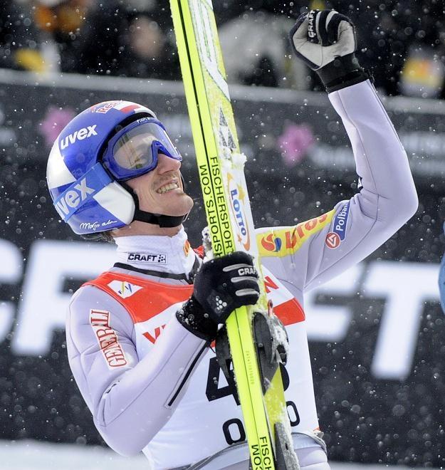 Adam Małysz cieszy się z brązowego medalu MŚ w Oslo. Fot. G. Momot /PAP