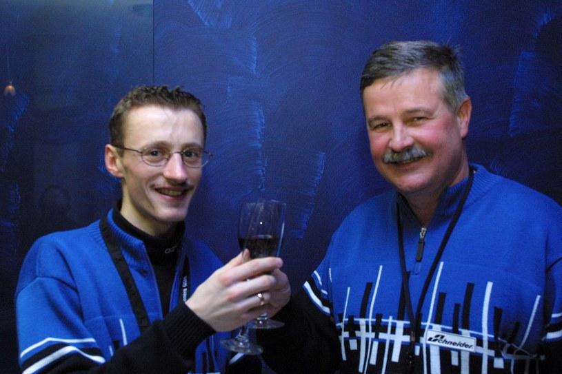 Adam Małysz i Apoloniusz Tajner po jednym z sukcesów w 2001 roku /Newspix