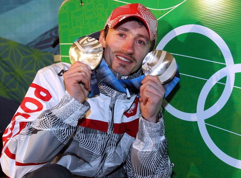 Adam Małysz i jego medale z IO. /AFP