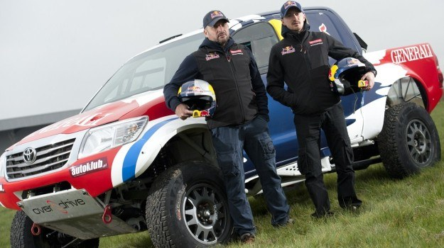 Adam Małysz i Rafał Marton pojadą Toyotą Hilux w Rajdzie Dakar 2013 /Toyota