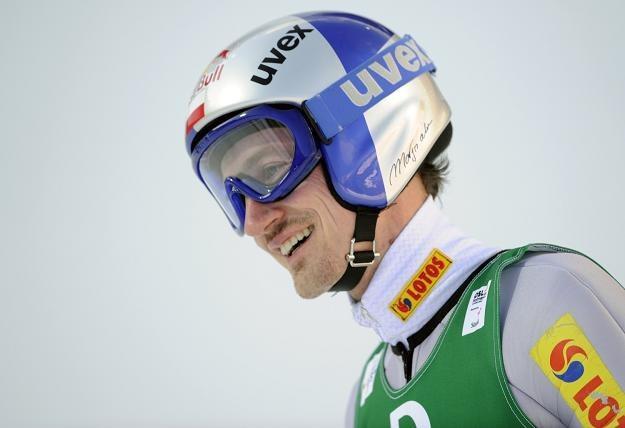 Adam Małysz jeszcze na skoczni narciarskiej /AFP