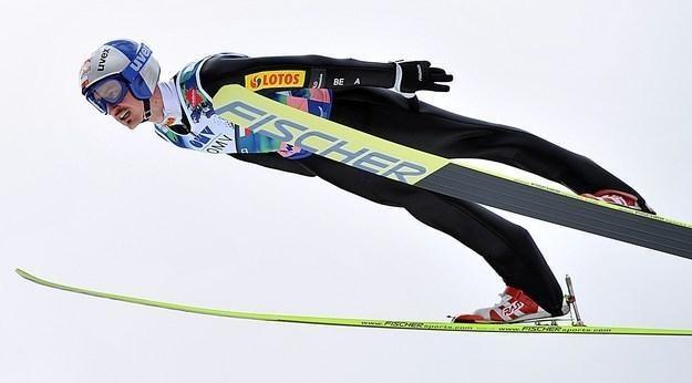 Adam Małysz ma szansę na zwycięstwo w niedzielnym konkursie w Engelbergu /AFP