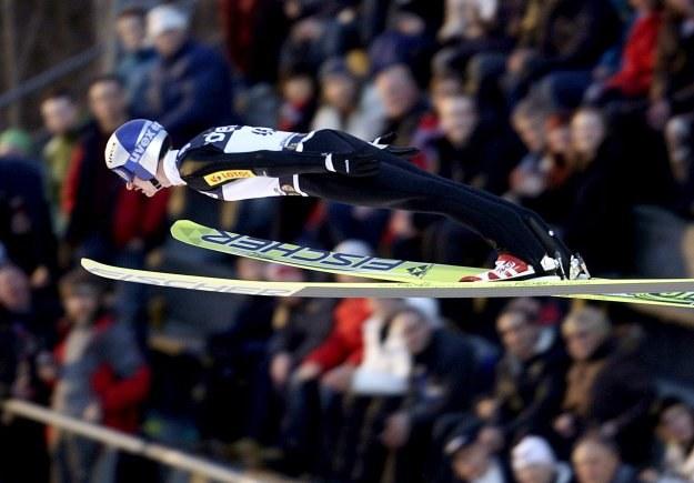 Adam Małysz miał szansę na zwycięstwo w Lillehammer, ale zepsuł skok w II serii /AFP