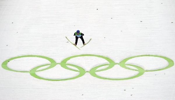 Adam Małysz na olimpijskiej skoczni w Whlistler. /AFP