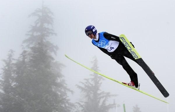 Adam Małysz na średniej skoczni w Whistler. /AFP
