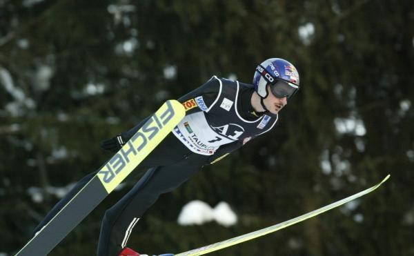 Adam Małysz nie zaliczy występu w Bad Miterndorf do udanych. Fot. Tomasz Markowski /Agencja Przegląd Sportowy