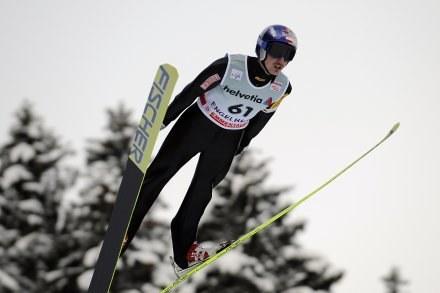 Adam Małysz podczas niedzielnego konkursu w Engelbergu /AFP