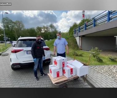 Adam Małysz pomaga szpitalom. Były skoczek przekazał niezbędne rzeczy. Wideo