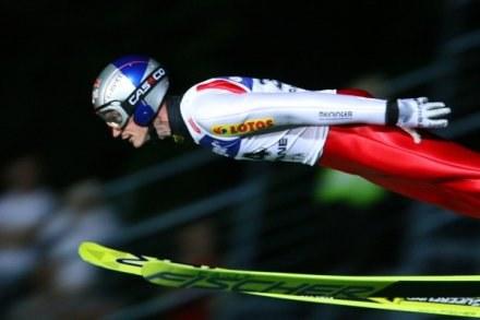 Adam Małysz skacze nierówno, ale powoli dogania kolegów z formą / fot. Tomasz Markowski /Agencja Przegląd Sportowy