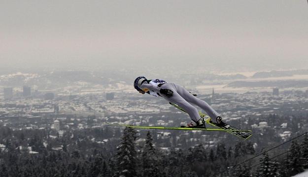 Adam Małysz (tu na MŚ w Oslo) i trzech innych Polaków weźmie udział w niedzielnym konkursie w Lahti /AFP