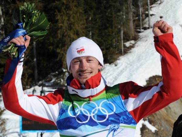 Adam Małysz w Vancouver zdobył już dwa medale. Dołoży trzeci? /AFP