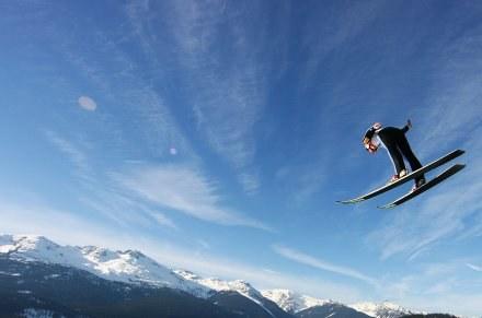 Adam Małysz wysoko leciał w Whistler Olympic Park /AFP