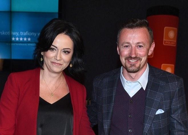 """Adam Małysz z żoną na premierze filmu """"(Nie)znajomi"""" /Andras Szilagyi /MWMedia"""