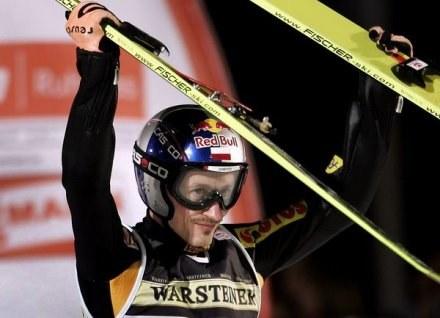 Adam Małysz żeby wygrywać musi być mniej eksploatowany /AFP