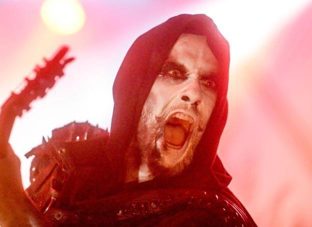 "Adam ""Nergal"" Darski z Behemotha na scenie - fot. Piotr Kamionka/REPORTER /East News"
