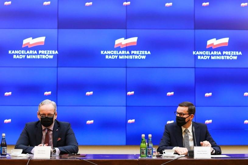 Adam Niedzielski i Mateusz Morawiecki podczas konferencji prasowej /KPRM /materiały prasowe