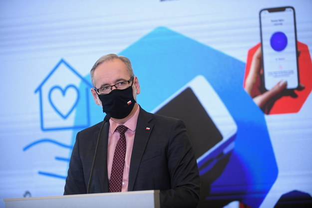 Adam Niedzielski podczas konferencji prasowej w siedzibie resortu w Warszawie / Marcin Obara  /PAP