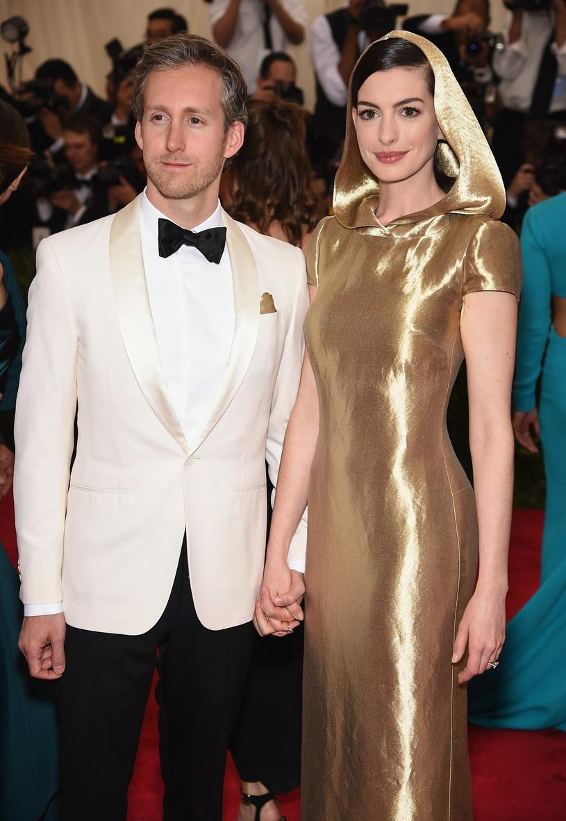 Adam Shulman i Anne Hathaway /Dimitrios Kambouris /Getty Images