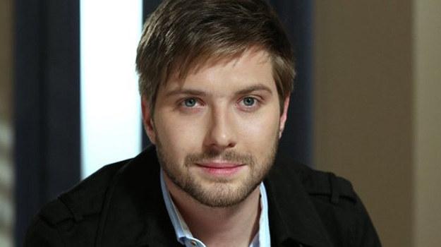 Adam sporo namiesza w serialu! /www.barwyszczescia.tvp.pl/