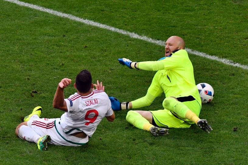 Adam Szalai strzela gola dla Węgrów w meczu z Austrią /AFP