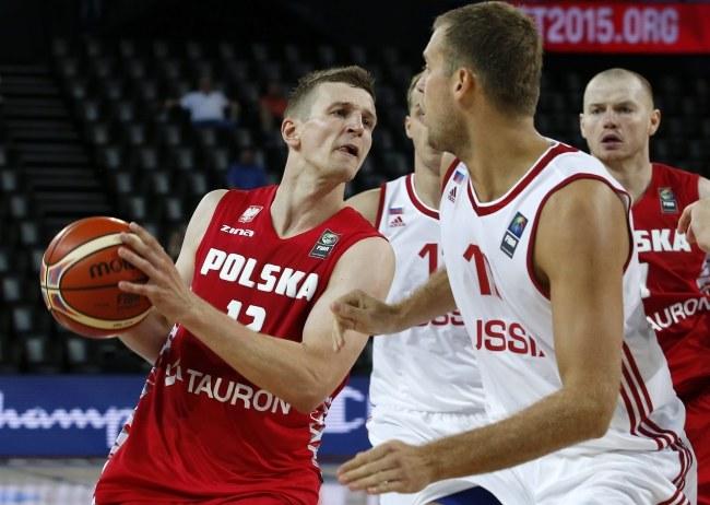 Adam Waczyński (z piłką) /PAP/EPA