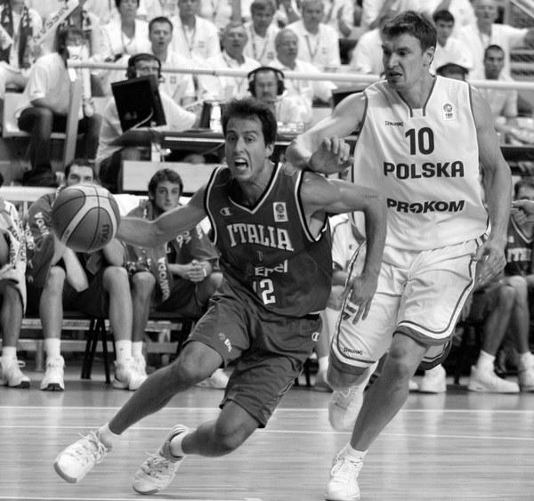 Adam Wójcik (z prawej) za czasów gry w reprezentacji Polski /AFP
