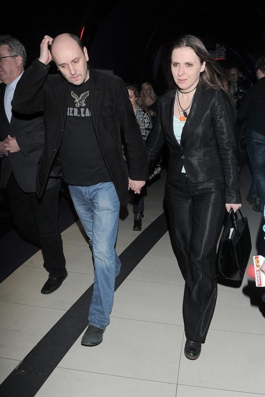 """Adam Woronowicz z żoną na premierze """"Pod mocnym Aniołem"""" /East News"""