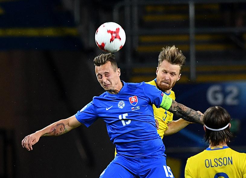 Adam Zrelak (w niebieskiej koszulce) w barwach reprezentacji Słowacji /AFP