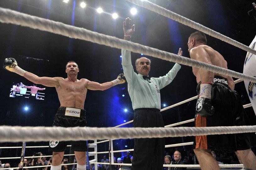 Adamek i Sosnowski nie mieli argumentów w konfrontacji z Kliczką /AFP