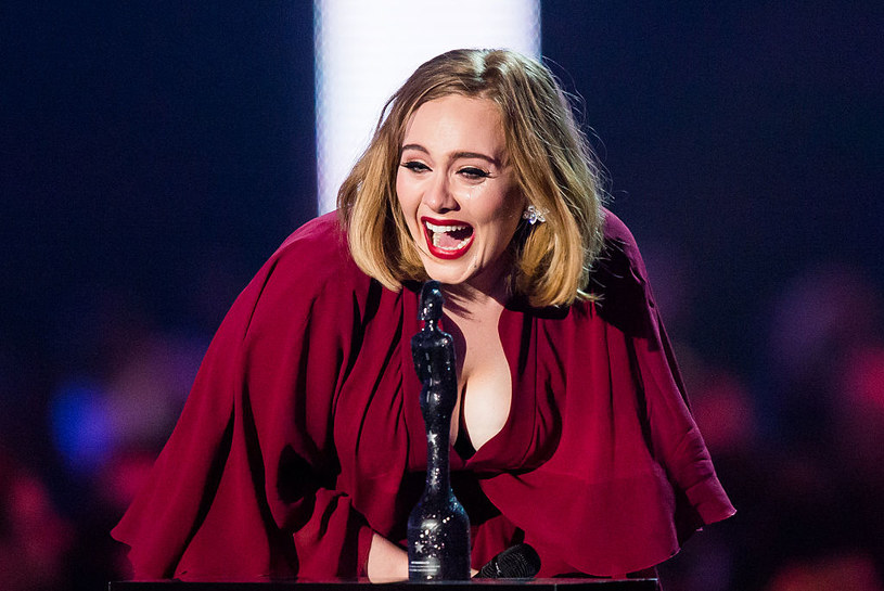 Adele już tak nie wygląda, od kilkunastu miesiecy stosuje kontrowersyjną dietę /Getty Images