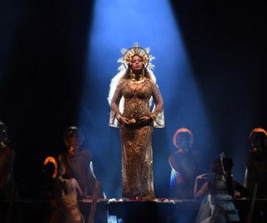 Adele przerywa występ, Metallica zalicza wpadkę. Co działo się na Grammy 2017?
