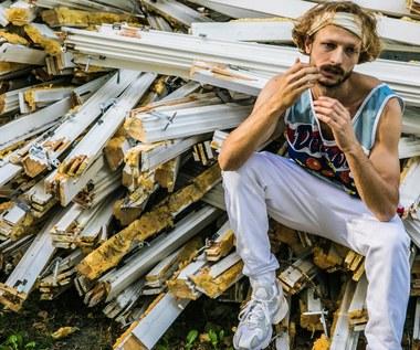 Adi Nowak: Sposób na pokazanie swojego dziwactwa